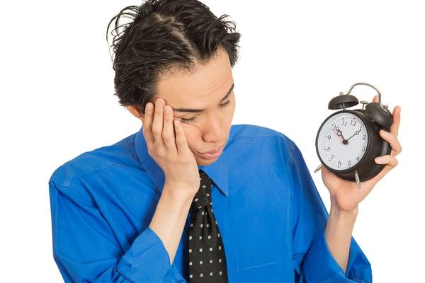 Schicht- und Nachtarbeit können die Arbeitnehmer stark belasten.